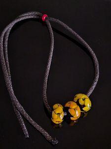 תליון פרח צהוב