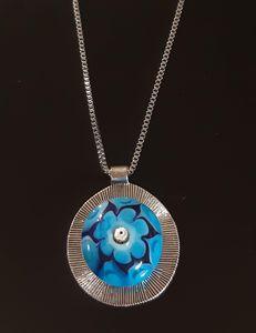 פרח כחול עם כסף